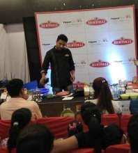 "HyperCITY hosts ""Cook with the Expert"" with Celebrity Chef Ranveer Brar at Noida"